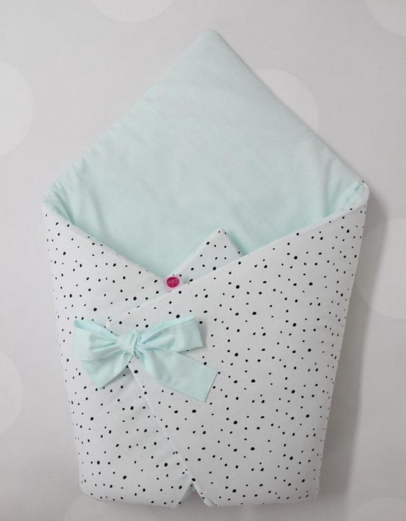 A great idea for newborns, the Black Spots And Mint Baby Horn is the perfect accessory for the busy on the go parent. Keeps your baby comfortable with out the hassle of losing dropping or running over your blanket!