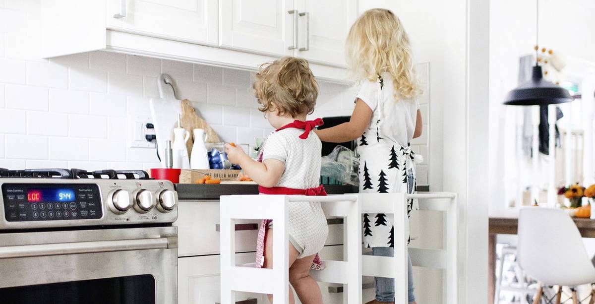 Moms love it when our kids are happy, and that's especially true when we're trying to focus on cooking dinner.