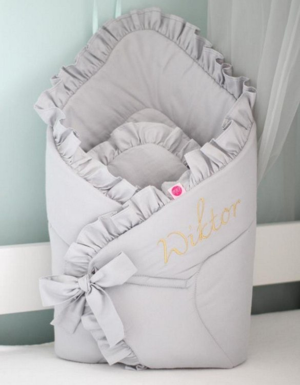 A great idea for newborns, the Gray Satin Baby Horn Premium With a Frill is the perfect accessory for the busy on the go parent. Keeps your baby comfortable with out the hassle of losing dropping or running over your blanket!