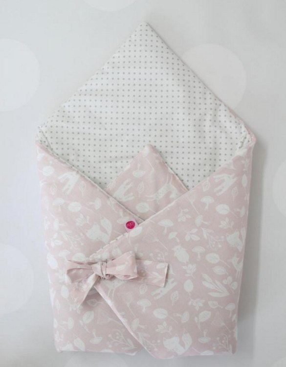 A great idea for newborns, the Pink Animals And Dots Baby Horn is the perfect accessory for the busy on the go parent. Keeps your baby comfortable with out the hassle of losing dropping or running over your blanket!