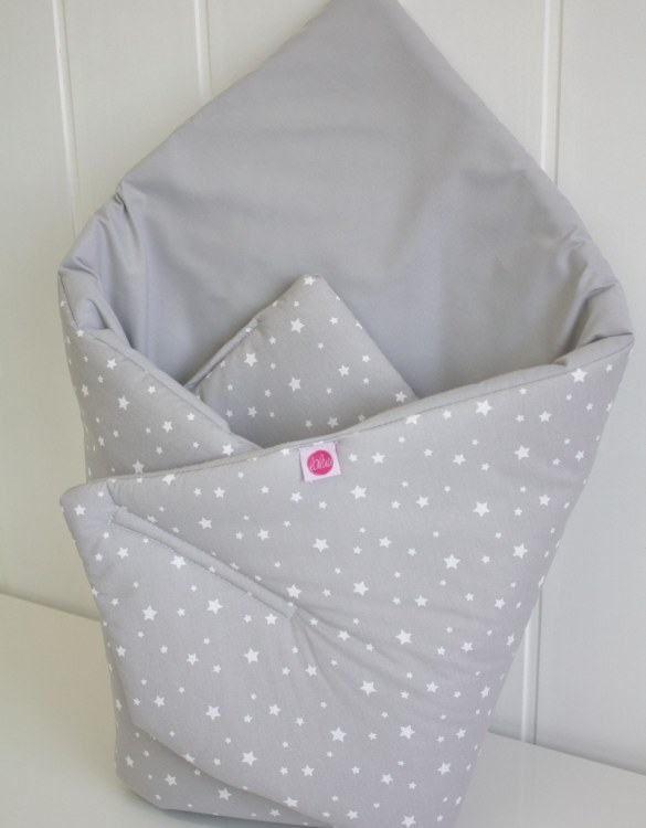 A great idea for newborns, the Small Stars On Gray Baby Horn is the perfect accessory for the busy on the go parent. Keeps your baby comfortable with out the hassle of losing dropping or running over your blanket!