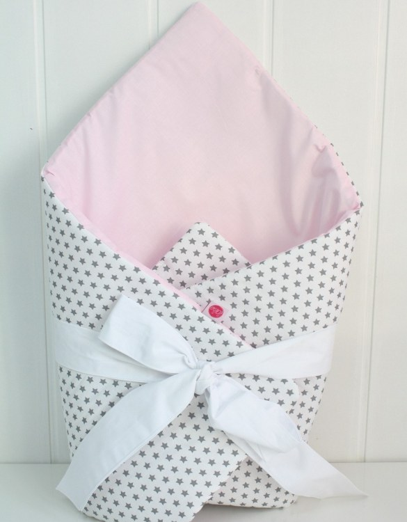 A great idea for newborns, the Stars On White And Light Pink Baby Horn is the perfect accessory for the busy on the go parent. Keeps your baby comfortable with out the hassle of losing dropping or running over your blanket!