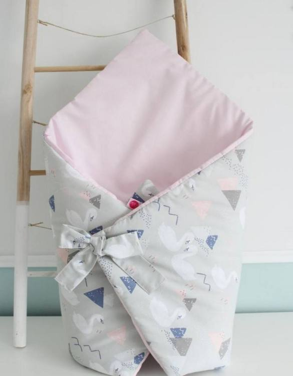 A great idea for newborns, the Swans On Gray Baby Horn is the perfect accessory for the busy on the go parent. Keeps your baby comfortable with out the hassle of losing dropping or running over your blanket!
