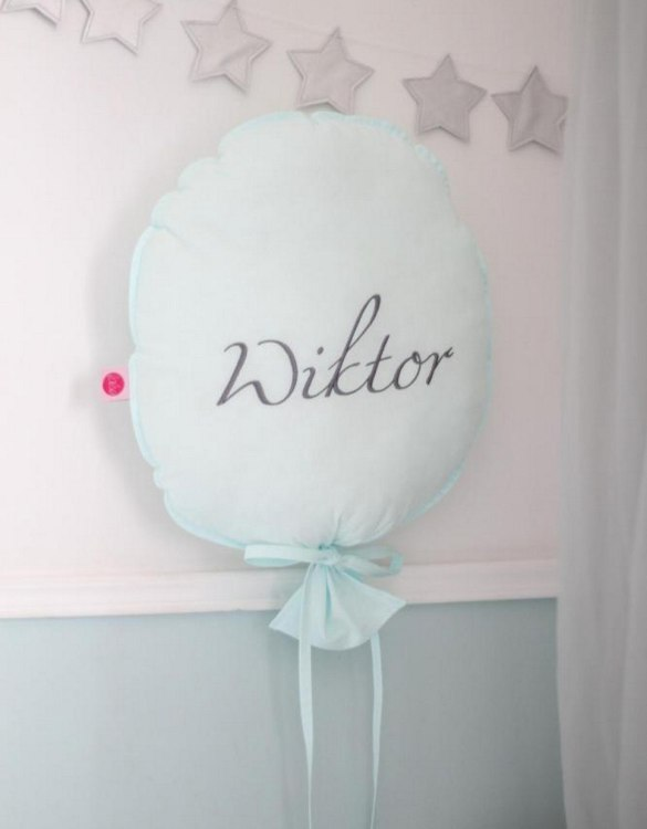 Perfect to bring the child inside everyone, the Mint Personalized Balloon Pillow is a wonderfully decorative and timeless addition to any child's room. This beautiful nursery balloon pillow is made from soft and cosy cotton.
