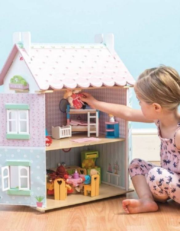 Perfect for imaginative play. the Sweetheart Cottage Wooden Dolls House comes with a beautiful set of furniture and accessories making playtime even more fun. A beautiful and design scandi dolls house in a wooden design will delight the heart of every little girl.