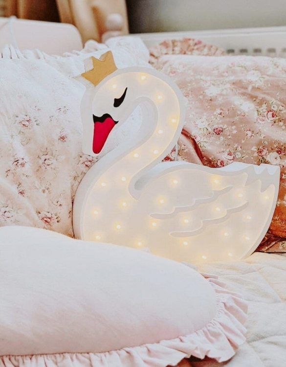 A must-have element of the decor of a child's room, the Swan Wooden Lamp for Children will soon become your child's favourite part of their bedtime routine and will help make their bedroom feel extra safe and cosy.