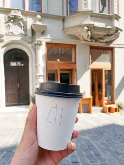 Monogram Espresso Bar brno flat white