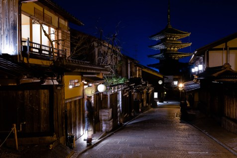 Small town Kyoto pagoda street