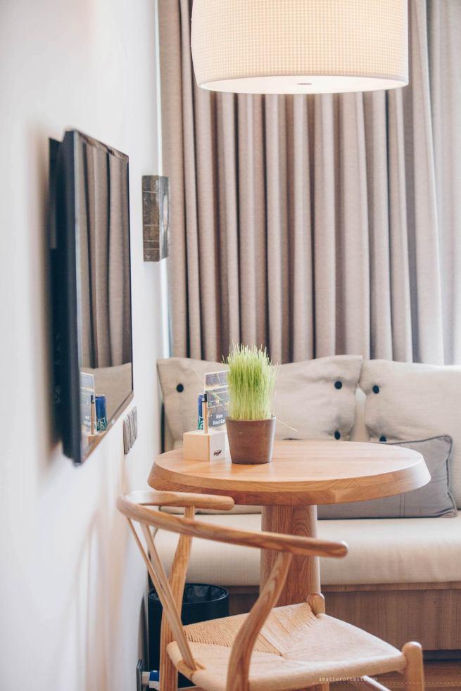 adlib-bangkok-hotel-table