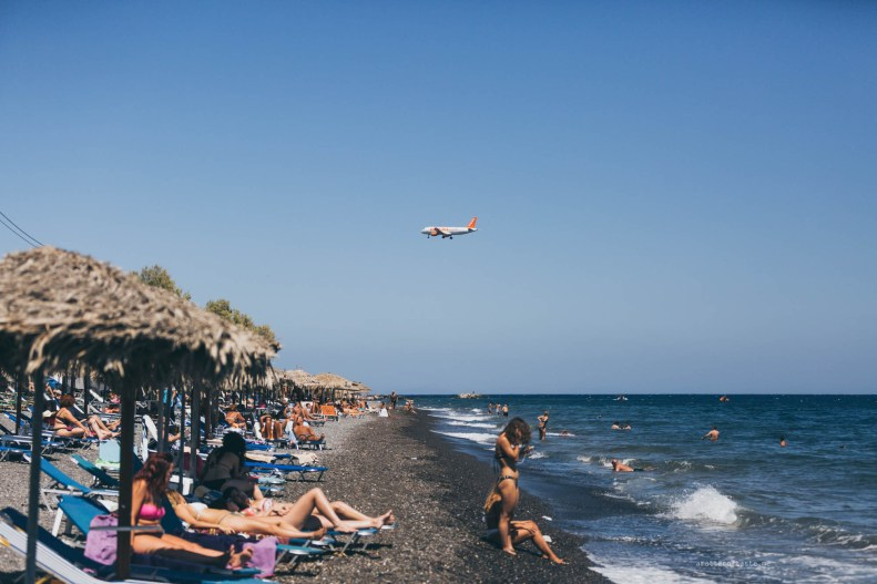kamari-beach-santorini4