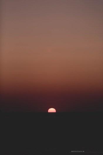 sunset-santorini-lighthouse-08
