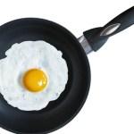 5 Tips Efektif Membersihkan Bekas Telur Gosong dari Wajan