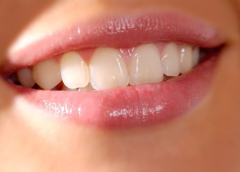 6 Cara Membuat Bibir Berwarna Merah Muda Alami