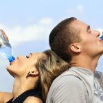 12 Cara agar Anda Minum Air Putih Lebih Banyak