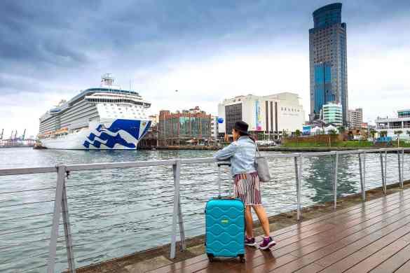 ท่องเที่ยวด้วยเรือสำราญ