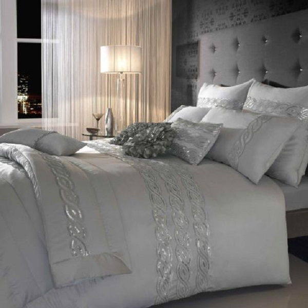 Choosing Silver Bedroom Dcor For A Romantic Touch