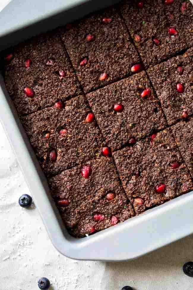 SUPERFOOD PALEO BROWNIES {NO BAKE + SUPER SIMPLE}