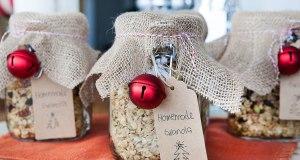 How To Make Granola Jars for Christmas