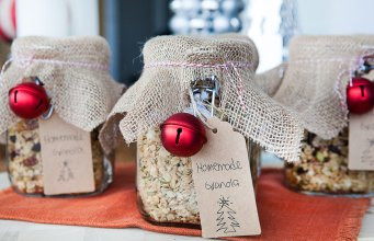 How To: Make Granola Jars for Christmas