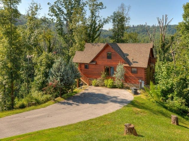 Choose A Cabin With Convenient Location Deer To My Heart 5 Bedroom Cabins In Gatlinburg Tn