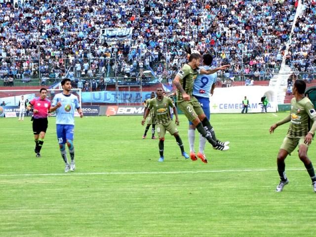 El ídolo ambateño ganó a lo Macará 1-0 a Liga de Quito, en el estadio Bellavista, ayer.