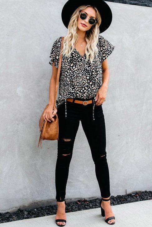 Vera Womens V-neck Short Sleeve Fashion Print Fantasy Fluttering Blouse Black