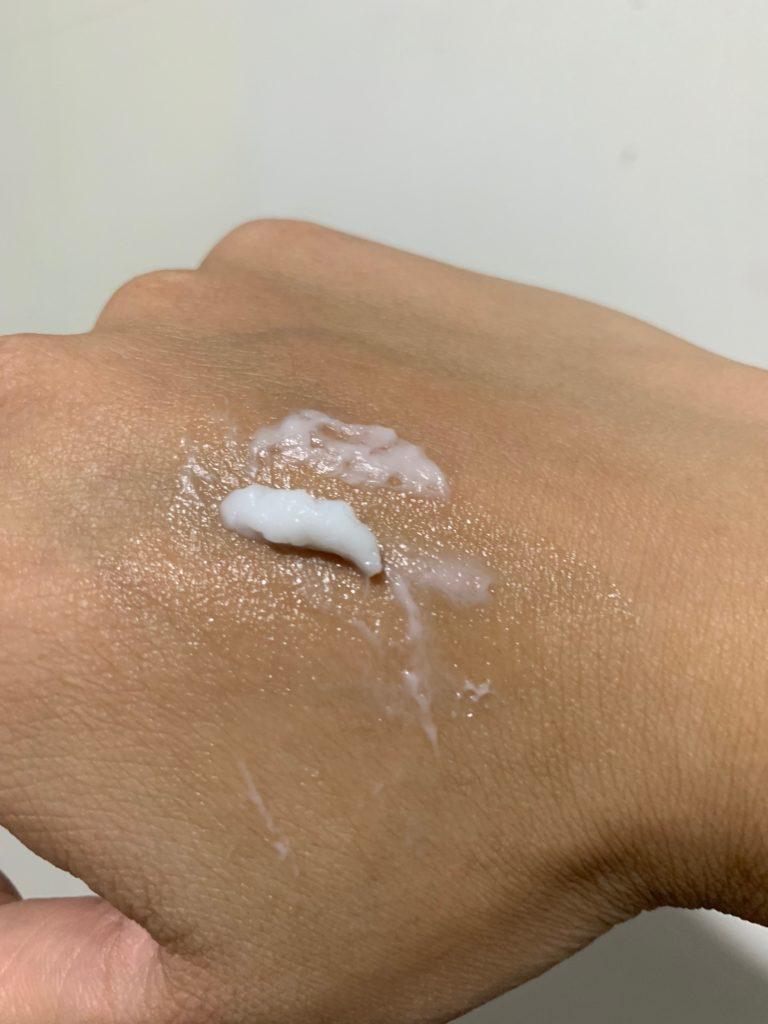 舒特膚乳霜質地較固狀