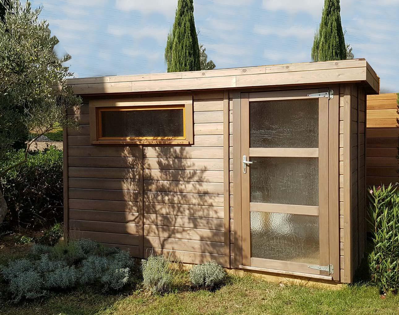 abri de jardin toit plat avec debord de