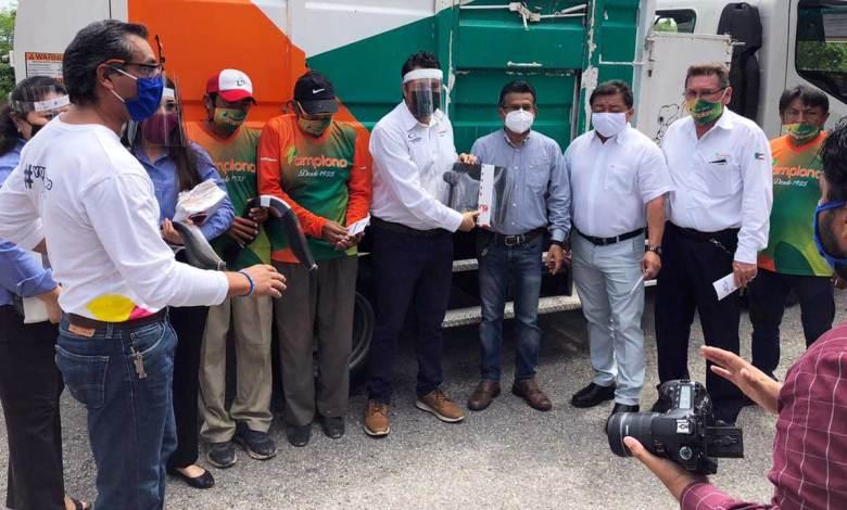 Photo of Carvajal Empaques entrega caretas a personal del servicio de limpia