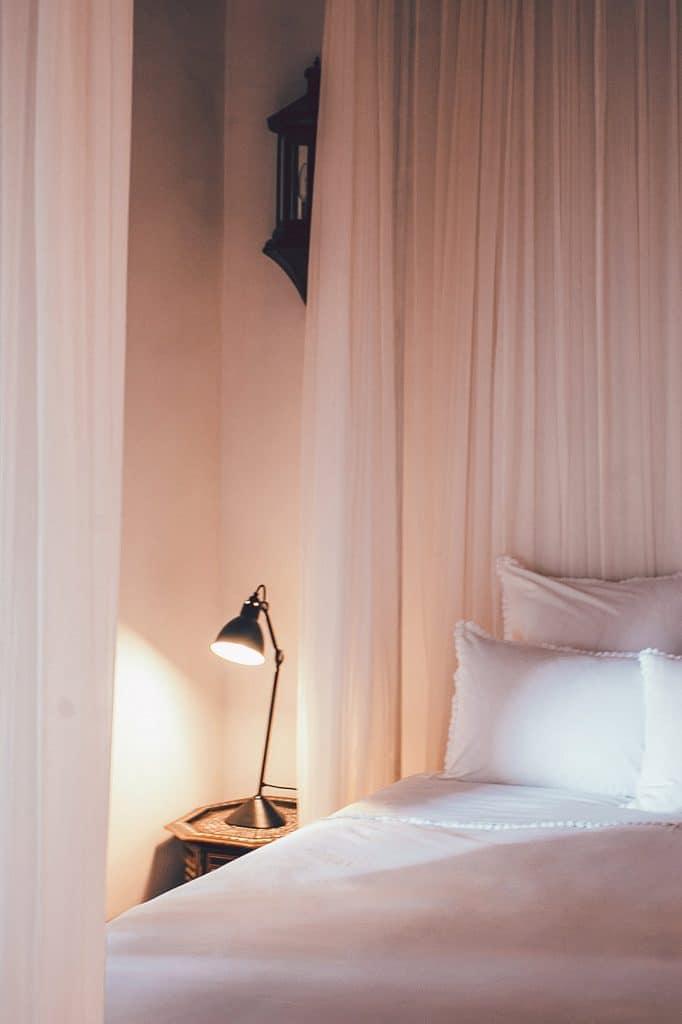 Per scegliere il colore più adatto per le pareti di casa vi consigliamo di seguire le regole dello. Taking Inspiration From Feng Shui For Bedroom Colors Ambientha