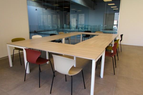 La reception, infatti, è il primo ambiente dell'ufficio a cui si accede, un luogo dove si accolgono i clienti e si danno loro informazioni. Arredamento Per Uffici Arredo Ufficio Belluno Bl