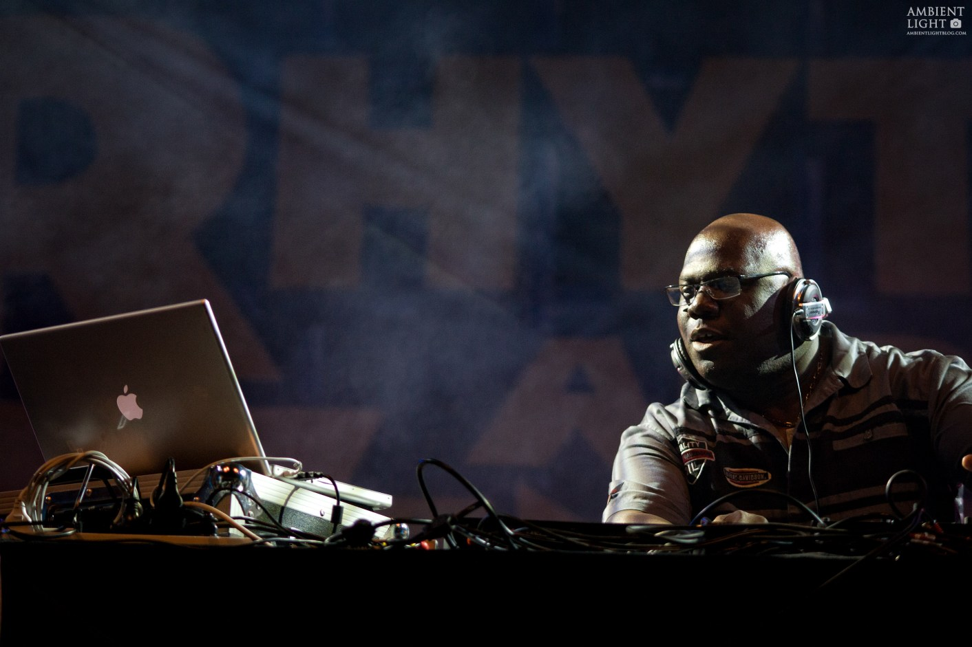 Carl Cox performing live in Gisborne, 2008. Photo by New Zealand concert photographer Doug Peters.