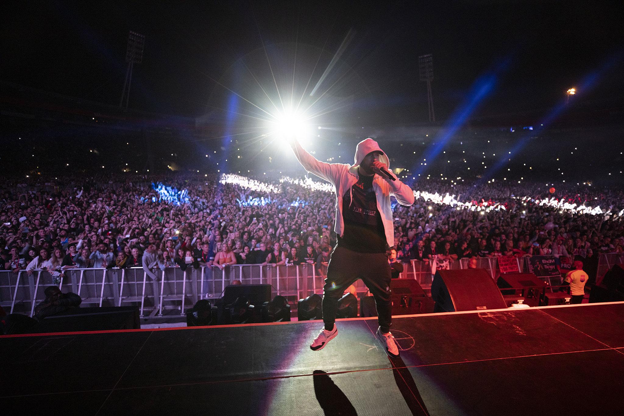 ce0b0e28115 Eminem performing live in Wellington