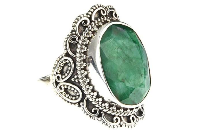 Imagini pentru bijuterii cu smarald