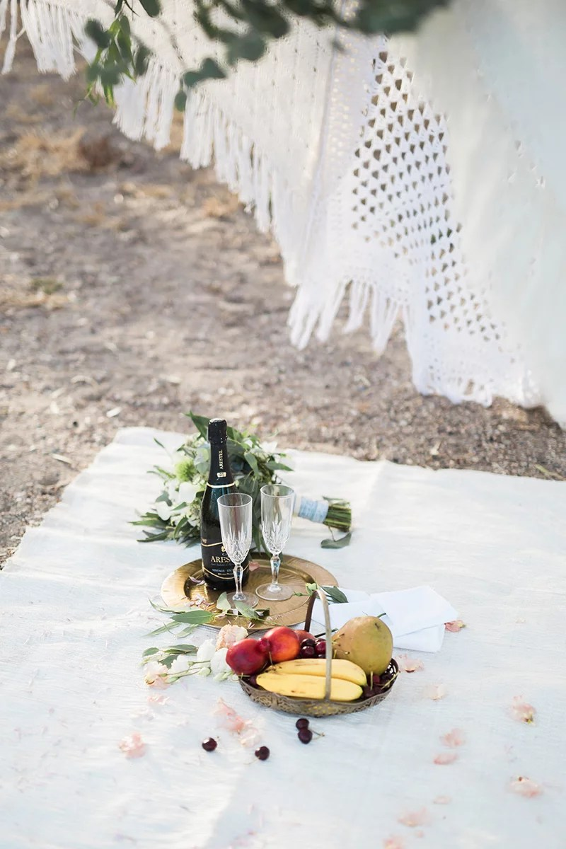 Picknick beim Brautpaar Shooting am Meer in Andalusien