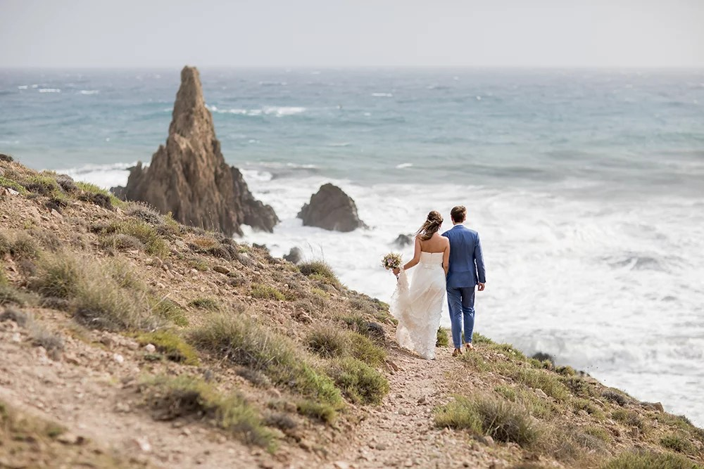 Heiraten im Ausland, Brautpaarshooting am Meer. Heiraten am Strand