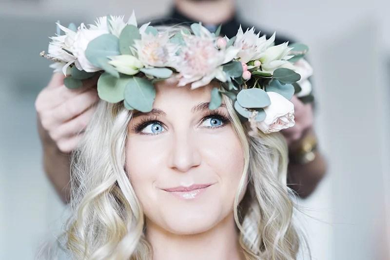Boho Braut mit Blumenkranz