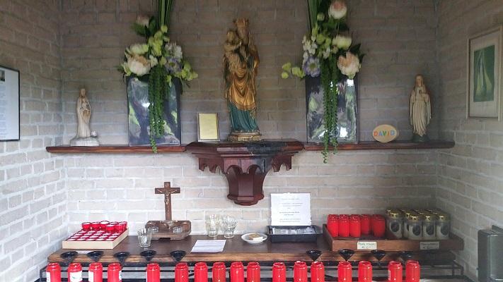 Wandelen over het Peelpad bij kaarsen in de kapel van Maurik
