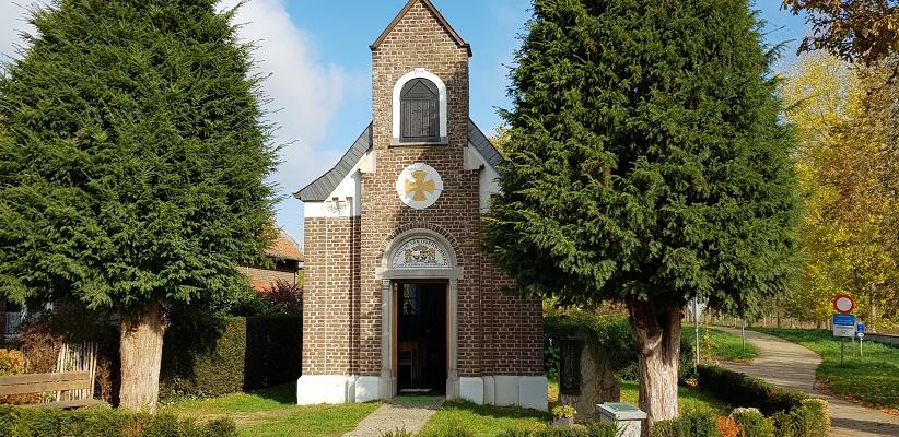 Sint Antonius Kapel op een wandeling over het Maaspad van Maastricht naar Berg aan de Maas
