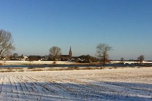 Wandelen over de Maasmeanders langs de Maas met zicht op Maasbommel