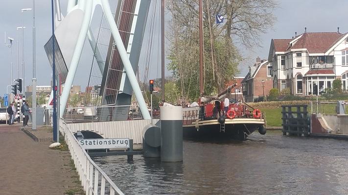 Dokkummer Ee in Franeker tijdens wandeling over Elfstedenpad van Franeker naar Sint-Annaparochie