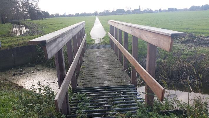 Elfstedenpad richting Miedum op wandeling over Elfstedenpad van Oentsjerk naar Leeuwarden