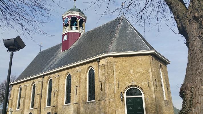 Kerk Witmarsum op wandeling over het Elfstedenpad van Witmarsum naar Kimswerd