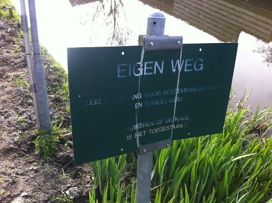 Wandelen over het Groot Frieslandpad langs de RIngvaart in Oudkarpsel