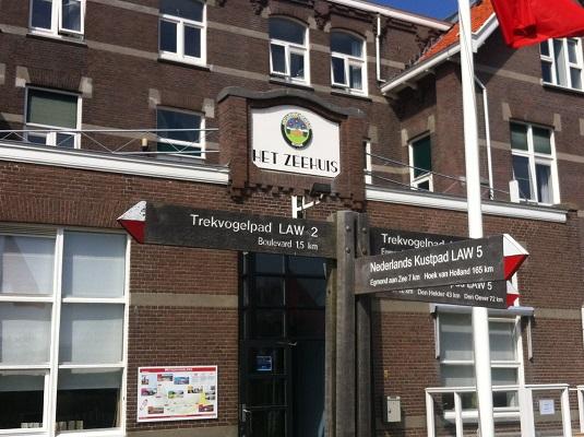 Wandelen over het Groot Frieslandpad bij het Zeehuis in Bergen aan Zee