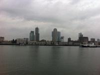 Skyline van Rotterdam tijdens een wandeling over het Erasmuspad