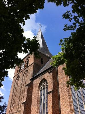 Kerk Twello in dagwandeling Twellose Landgoederen over het Hanzestedenpad
