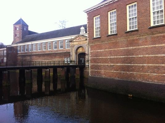 Wandelen over het Hertogenpad bij het kasteel van Breda