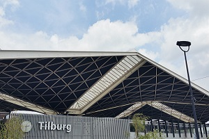 Wandelen over het Hugo de Grootpad bij Centraal Station in Tilburg