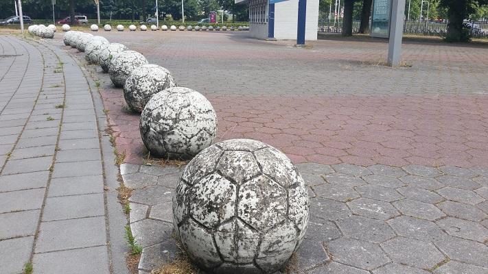 Wandelen over het Hugo de Grootpad bij Koning Willem II stadion in Tilburg